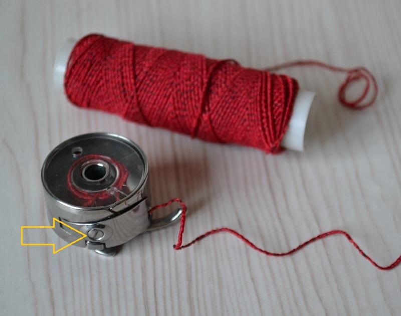 Натяжение нитки в шпульном колпачке